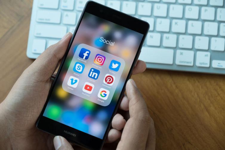 Social-Media-iPhone[1]